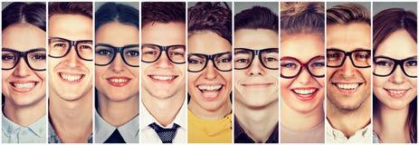 Grupo multi-étnico de povos felizes em homens e em mulheres dos vidros fotos de stock royalty free