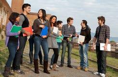 Grupo Multi-Ethnic de estudiantes Fotografía de archivo libre de regalías