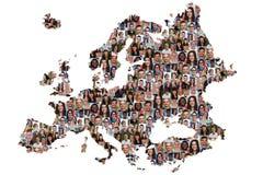 Grupo multicultural del mapa de Europa de buceador de la integración de la gente joven Imagen de archivo libre de regalías
