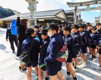 Grupo não identificado de estudantes japoneses em Dazaifu Tenmangu Imagem de Stock