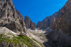 Grupo nas dolomites, Itália norte de Sassolungo fotos de stock