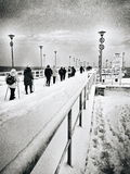 Grupo que camina nórdico en el embarcadero Fotografía de archivo libre de regalías