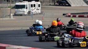 Grupo que compite con de Kart imagenes de archivo