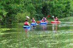 Grupo que Kayaking Fotografia de Stock Royalty Free