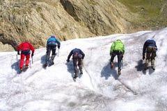 Grupo que sube del hielo foto de archivo