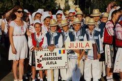 Grupo rumano de bailarines en trajes tradicionales Fotografía de archivo libre de regalías