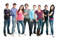 Grupo sonriente feliz de colocación de los amigos Imagen de archivo