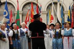 Grupo suizo del folclore de la American National Standard del estribillo femenino en el día nacional en Z imagen de archivo