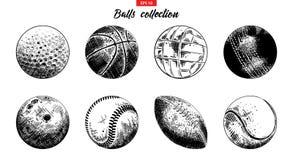 Grupo tirado mão do esboço de bolas do esporte isoladas no fundo branco Coleção detalhada gravura a água-forte do vintage ilustração royalty free