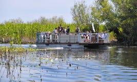 Grupo turístico en el delta de Danubio Imágenes de archivo libres de regalías