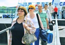 Grupo turístico en el delta de Danubio Imagen de archivo
