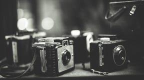 Grupo velho da coleção da câmera do filme imagens de stock