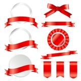 Grupo vermelho das fitas, da bandeira e de etiquetas isolado no fundo branco Ilustração do vetor para sua água fresca de design ilustração royalty free