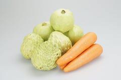 Grupos de maçã e de cenoura de creme com goiaba Fotografia de Stock Royalty Free