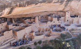 Grupos do turista que tomam uma excursão em Mesa Verde Foto de Stock Royalty Free