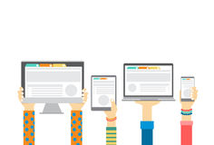 Grupowe ręki Trzyma Mądrze telefon komórkowy pastylki laptopu monitoru, technologii pojęcie ilustracja wektor