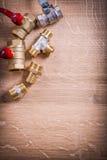 Grupowi instalacj wodnokanalizacyjnych rzeczy mosiądza drymby włączniki Dalej zdjęcie royalty free