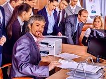 Grupowi ludzie biznesu w biurze Obrazy Royalty Free