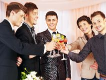 Grupowi ludzie przy sceny przyjęciem. Zdjęcie Stock