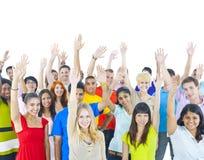 Grupowi młodzi ludzie wokoło światowego więzi pojęcia Zdjęcie Royalty Free