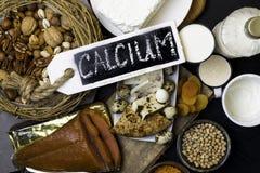 grupowi pf produkty bogaci w wapniach tak jak dokrętki, mleko, grochy, soczewicy, cynaderki fasole, chałupa ser, jogurt, maślanka Zdjęcie Stock