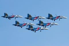 Grupowi su-27 spełniania aerobatics przy airshow Obrazy Stock