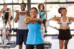 Grupowy ćwiczyć w gym Fotografia Royalty Free