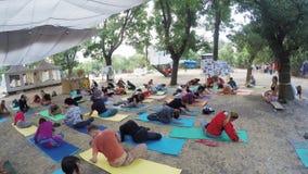 Grupowy hatha joga na ethno ezoteryka festiwalu zbiory