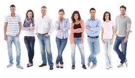 Grupowy portret szczęśliwi młodzi przypadkowi ludzie Obrazy Stock