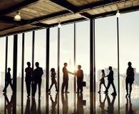 Grupp av affärsfolk i regeringsställning som bygger arkivfoton