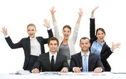Grupp av affärsfolk med händer upp arkivbilder