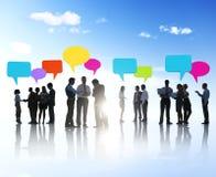 Grupp av affärsfolk som delar idéer Arkivbild
