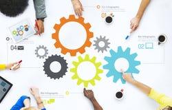 Grupp av affärsfolk som diskuterar teamwork Arkivfoto