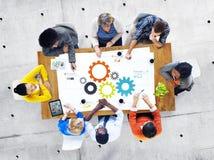 Grupp av affärsfolk som möter om teamwork fotografering för bildbyråer