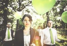 Grupp av affärsfolk som rymmer ballongbegrepp arkivbilder