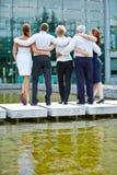 Grupp av affärsfolk som ser till kontoret Royaltyfri Foto