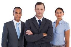 Grupp av affärsfolk som tillsammans står Arkivbild
