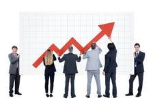 Grupp av affärsmannen med infographic Arkivbilder