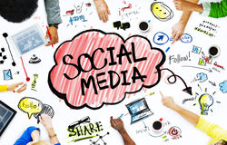 Grupp av affärsfolk med socialt massmediabegrepp Arkivbild