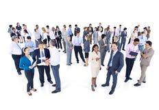 Grupp av affärsfolk som möter talande begrepp Arkivfoto