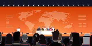 Grupp av arabiskt affärsfolk på intervju för offentlig debatt för konferens över officiellt möte för världskartabakgrund av arabi royaltyfri illustrationer