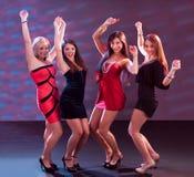 Grupp av att dansa för kvinnor Royaltyfria Foton