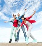 Grupp av att dansa för tonåringar Royaltyfria Foton