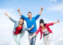 Grupp av att dansa för tonåringar Royaltyfri Fotografi