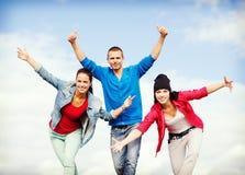 Grupp av att dansa för tonåringar Royaltyfri Foto