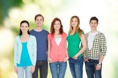 Grupp av att le att stå för studenter Fotografering för Bildbyråer