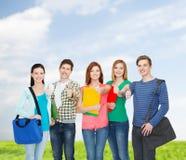 Grupp av att le att stå för studenter Royaltyfria Bilder