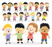 Grupp av att sjunga för ungar Arkivbild