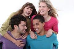 Grupp av att skratta för tonåringar Royaltyfri Bild