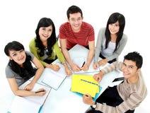 Grupp av att studera för deltagare royaltyfria bilder
